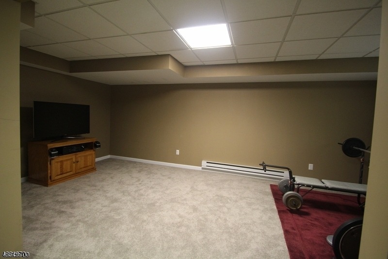 Additional photo for property listing at 32 Sundance Ter  Hamburg, Нью-Джерси 07419 Соединенные Штаты