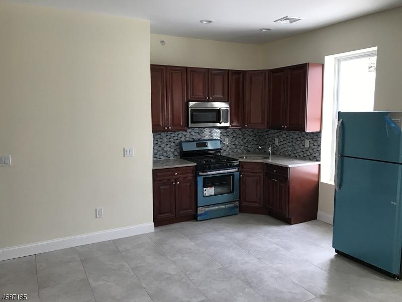 Частный односемейный дом для того Аренда на 107 E Blackwell St Unit 3 Dover, Нью-Джерси 07801 Соединенные Штаты