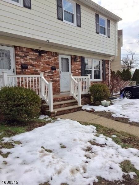 Частный односемейный дом для того Аренда на 1 S Center Street Elmwood Park, Нью-Джерси 07407 Соединенные Штаты