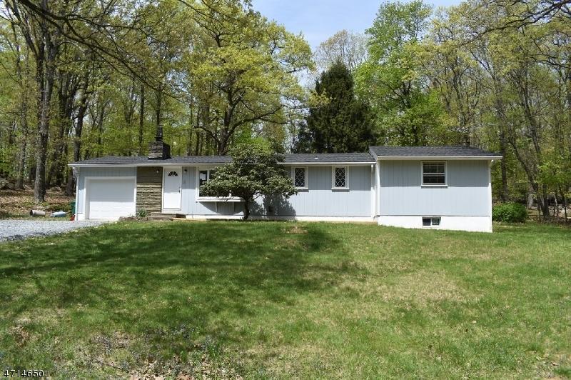 Частный односемейный дом для того Продажа на 567 East Hill Road Califon, Нью-Джерси 07830 Соединенные Штаты