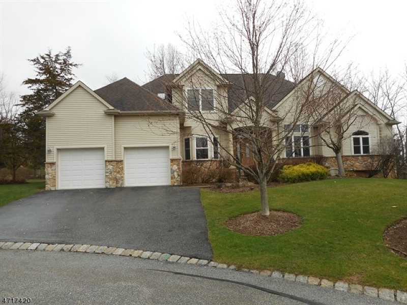 Single Family Home for Sale at 10 Witherwood Drive Hardyston, 07419 United States