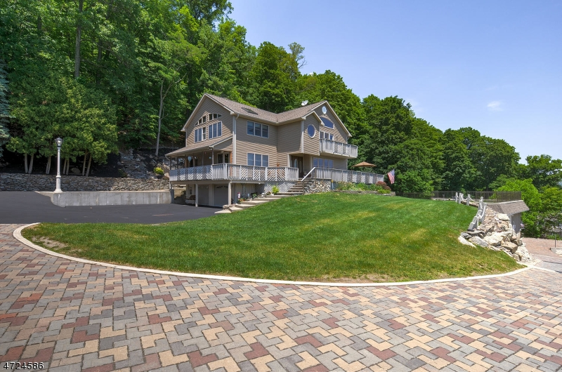 Single Family Home for Sale at 17 Cascade Trail Greenwood Lake, New York 10925 United States
