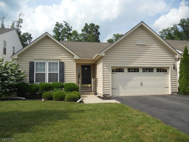 Частный односемейный дом для того Аренда на 51 THORNTON Street Hillsborough, Нью-Джерси 08844 Соединенные Штаты
