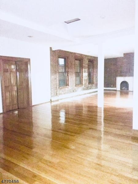独户住宅 为 出租 在 192 Christopher Columbus Drive 泽西城, 新泽西州 07302 美国