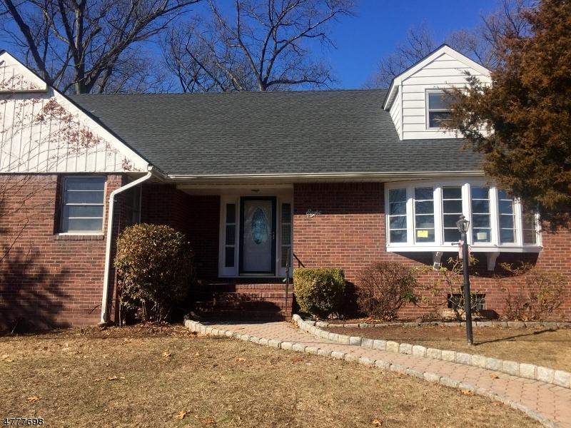 واحد منزل الأسرة للـ Sale في 8 Pershing Road 8 Pershing Road Clifton, New Jersey 07013 United States