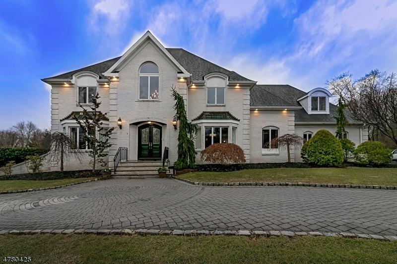 Частный односемейный дом для того Продажа на 2 Alton Way 2 Alton Way Scotch Plains, Нью-Джерси 07076 Соединенные Штаты
