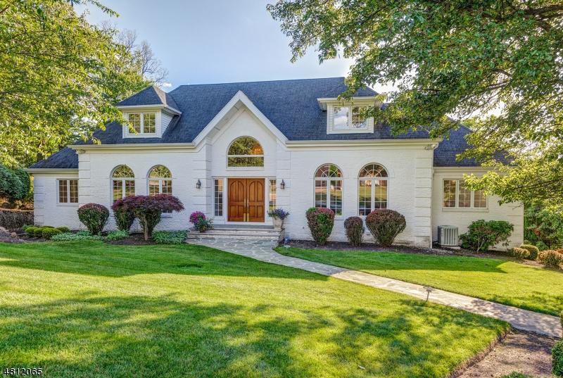 Tek Ailelik Ev için Satış at 41 LAURA Drive Cedar Grove, New Jersey 07009 Amerika Birleşik Devletleri