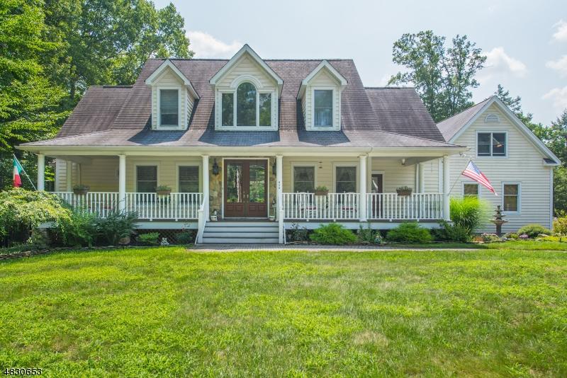 Nhà ở một gia đình vì Bán tại 829 Westbrook Road West Milford, New Jersey 07480 Hoa Kỳ