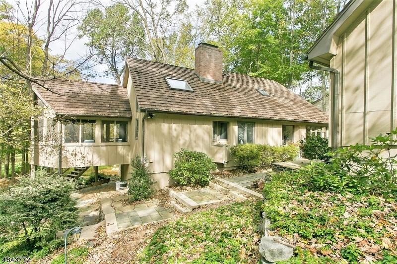 Casa para uma família para Venda às 21 CARDINAL Road Allamuchy, Nova Jersey 07840 Estados Unidos