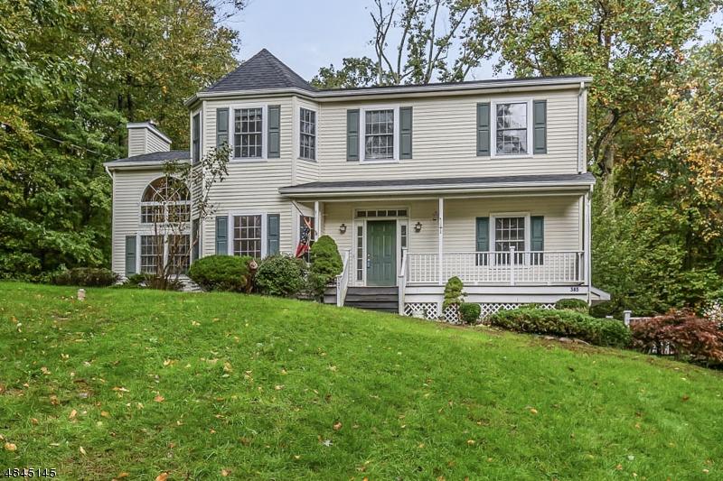 Casa para uma família para Venda às 385 AMITY Road Byram Township, Nova Jersey 07821 Estados Unidos