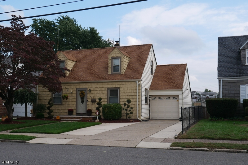 Single Family Home for Sale at 52 WASHINGTON Avenue Elmwood Park, New Jersey 07407 United States