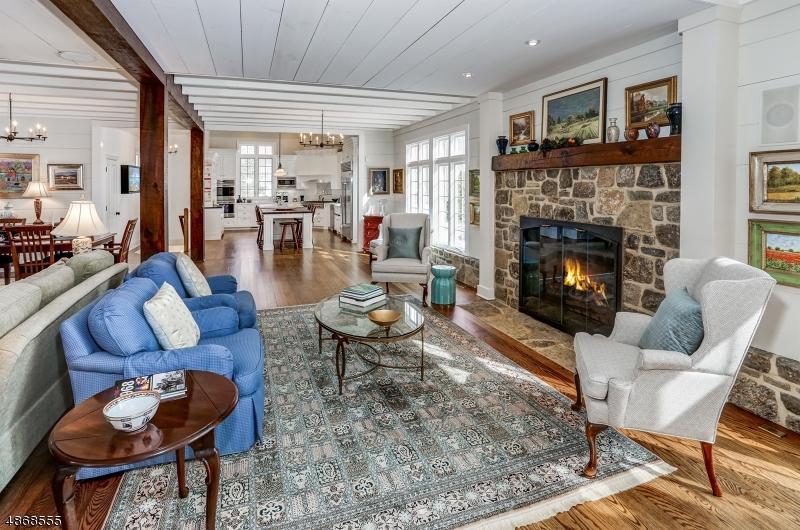 Частный односемейный дом для того Продажа на 19 Red Oak Row Chester, Нью-Джерси 07930 Соединенные Штаты