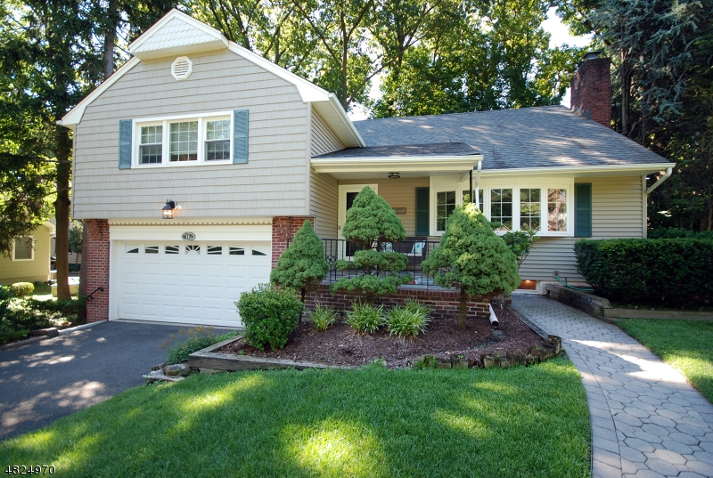 Single Family Home for Sale at 11 BUCKINGHAM Place Glen Rock, New Jersey 07452 United States