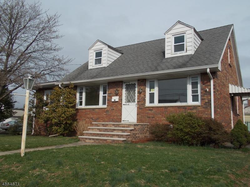 Maison unifamiliale pour l Vente à 136 N 7TH Avenue Manville, New Jersey 08835 États-Unis