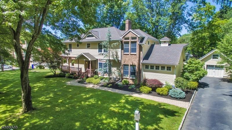 Maison unifamiliale pour l Vente à 7 CHERYL Lane Boonton, New Jersey 07005 États-Unis