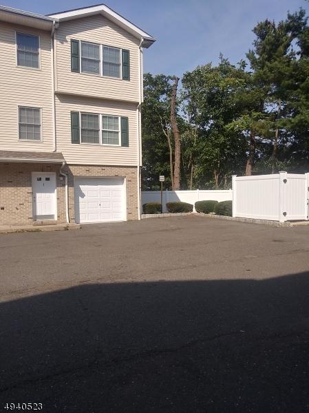Condo / Radhus för Försäljning vid Lodi, New Jersey 07644 Förenta staterna