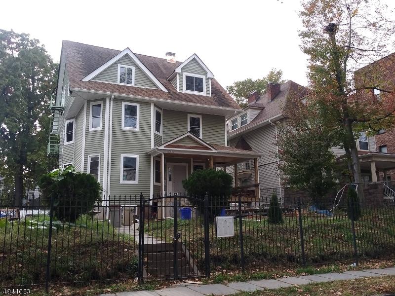 Single Family Homes för Försäljning vid East Orange, New Jersey 07018 Förenta staterna