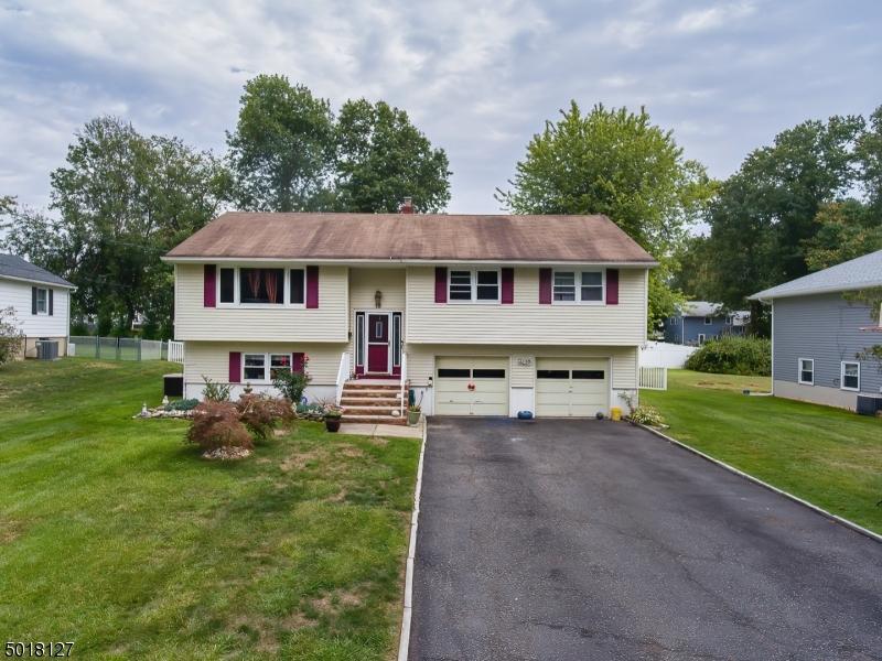 Single Family Homes pour l Vente à East Hanover, New Jersey 07936 États-Unis