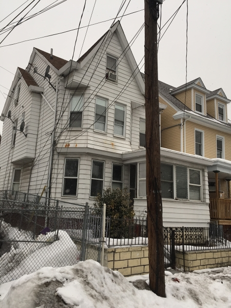 Additional photo for property listing at 690 E 24th Street  Paterson, Нью-Джерси 07504 Соединенные Штаты