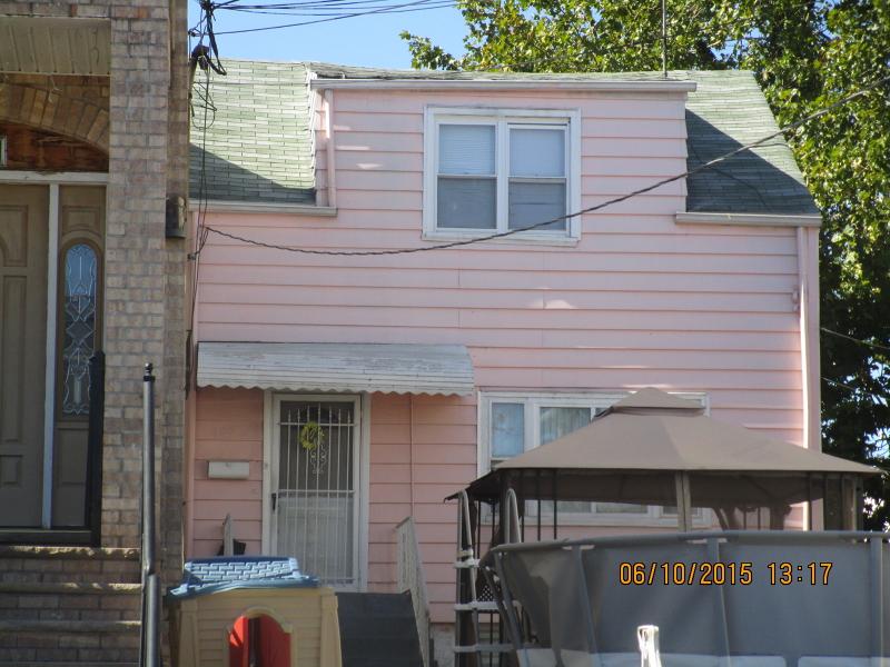 Casa Unifamiliar por un Alquiler en 205 Olean Avenue Jersey City, Nueva Jersey 07306 Estados Unidos