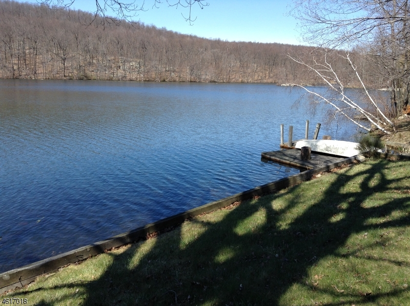 Single Family Home for Sale at 7 Lakeshore Dr E Highland Lakes, New Jersey 07422 United States