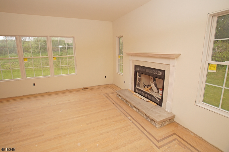 Additional photo for property listing at 295 Haggerty Road  Hampton, Нью-Джерси 07860 Соединенные Штаты
