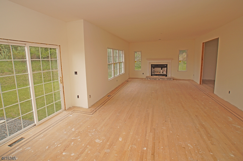 Additional photo for property listing at 295 Haggerty Road  Hampton, New Jersey 07860 États-Unis