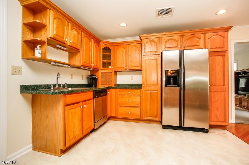 Additional photo for property listing at 48 Derwent Avenue  Verona, New Jersey 07044 États-Unis