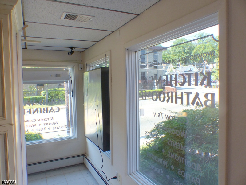 Additional photo for property listing at 788 Bloomfield Avenue  Verona, New Jersey 07044 États-Unis
