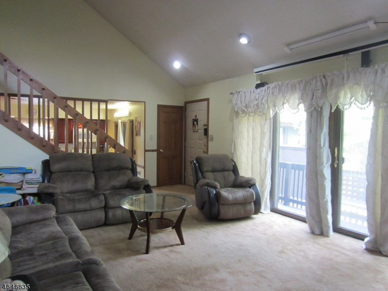 Additional photo for property listing at 140 Kingsberry Drive  Somerset, Нью-Джерси 08873 Соединенные Штаты
