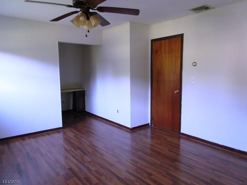 Additional photo for property listing at 15 Sunset Lane  Oak Ridge, 新泽西州 07438 美国