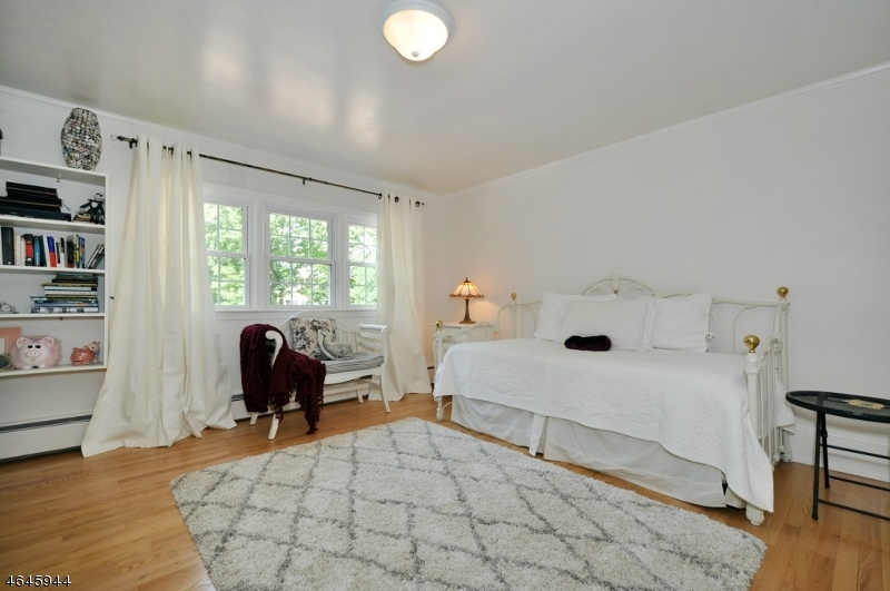 Additional photo for property listing at 994 Woodmere Drive  Westfield, New Jersey 07090 États-Unis