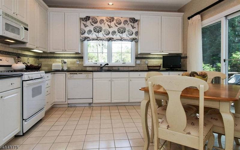 Additional photo for property listing at 4 Meeker Ct, C0034  Roseland, Нью-Джерси 07068 Соединенные Штаты