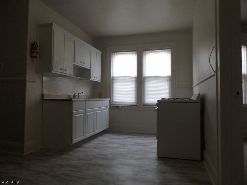 Additional photo for property listing at 16 McKay Avenue  East Orange, New Jersey 07018 États-Unis