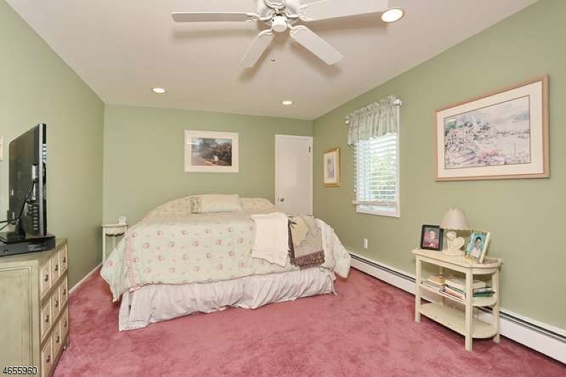 Additional photo for property listing at 24 Trella Ter  Clifton, New Jersey 07013 États-Unis
