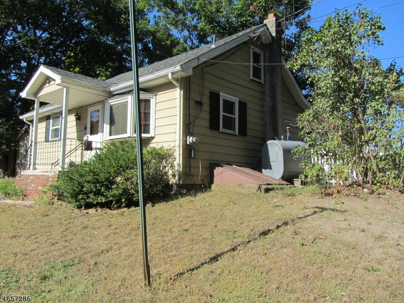Additional photo for property listing at 13 Maple Avenue  Highland Lakes, New Jersey 07422 États-Unis