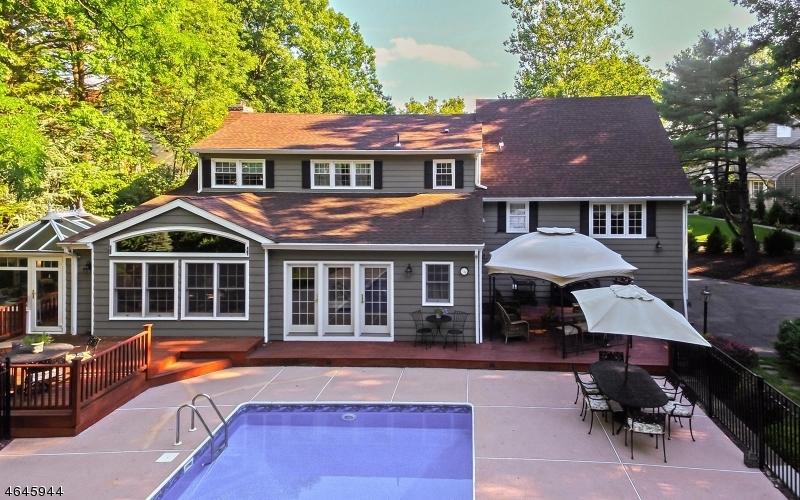 Maison unifamiliale pour l Vente à 994 Woodmere Drive Westfield, New Jersey 07090 États-Unis