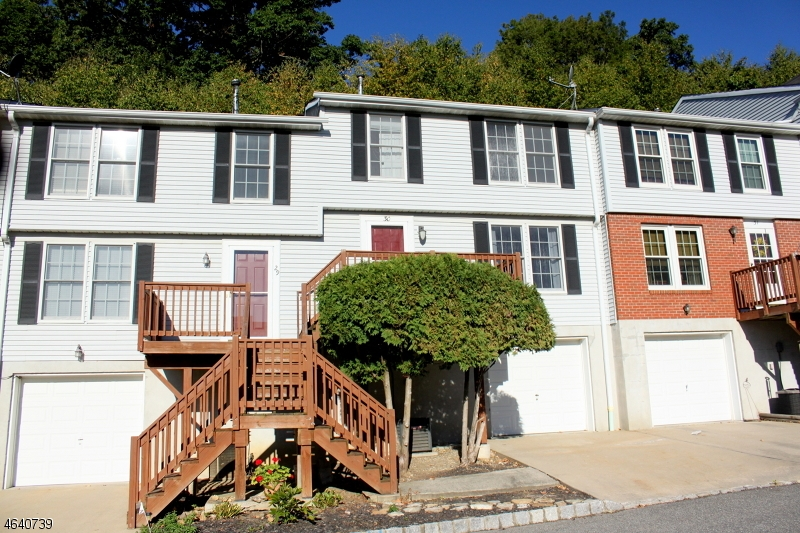 Maison unifamiliale pour l Vente à 30 Cambridge E Oxford, New Jersey 07863 États-Unis