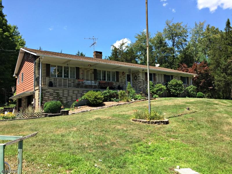 Maison unifamiliale pour l Vente à 19 State Route 94 Lafayette, New Jersey 07848 États-Unis