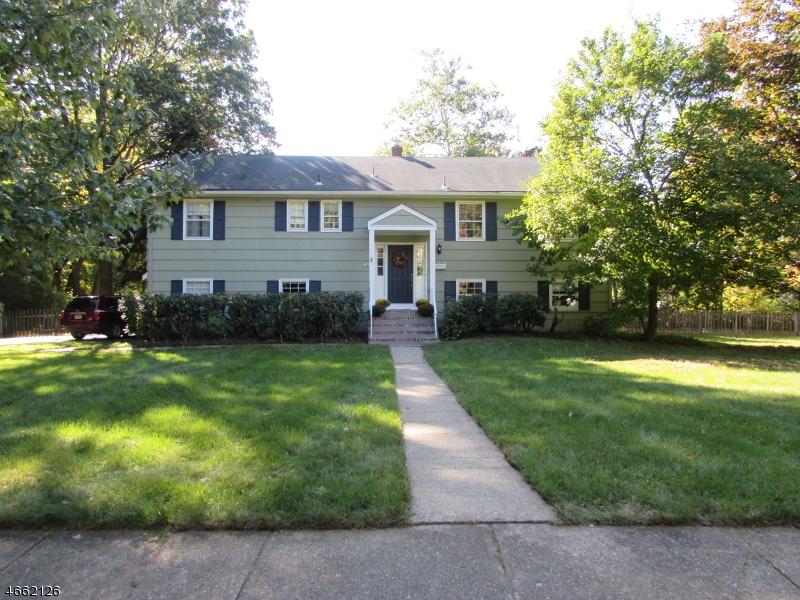 独户住宅 为 销售 在 28 Bromleigh Way 莫里斯平原, 新泽西州 07950 美国