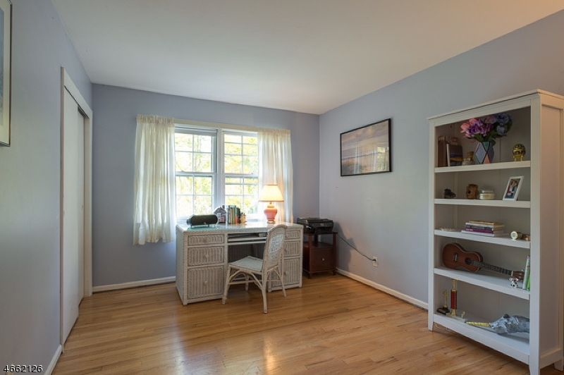 Additional photo for property listing at 28 Bromleigh Way  Morris Plains, Нью-Джерси 07950 Соединенные Штаты