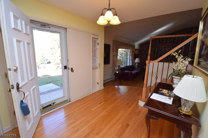 Additional photo for property listing at 32 Christy Drive  Warren, Нью-Джерси 07059 Соединенные Штаты