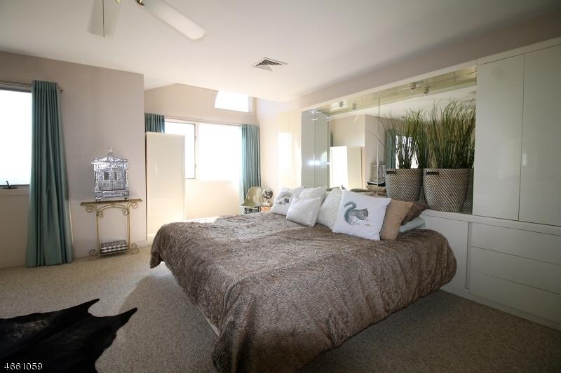 Additional photo for property listing at 64 Skyview Ter  Clifton, Nueva Jersey 07013 Estados Unidos