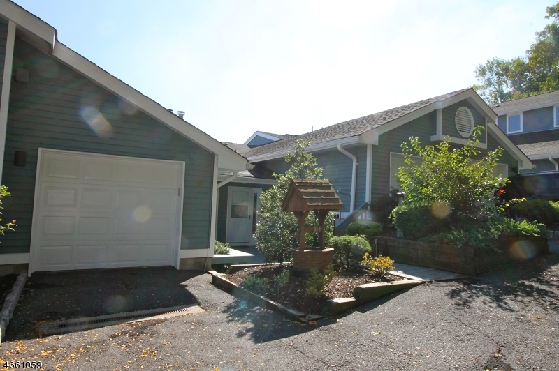 Additional photo for property listing at 64 Skyview Ter  Clifton, New Jersey 07013 États-Unis