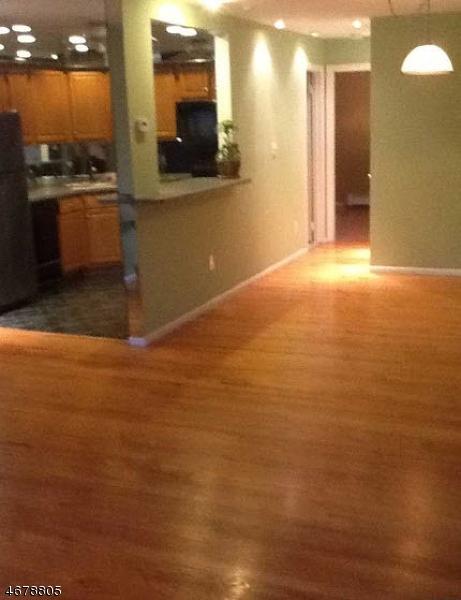 Частный односемейный дом для того Аренда на 729 10th Street Secaucus, Нью-Джерси 07094 Соединенные Штаты