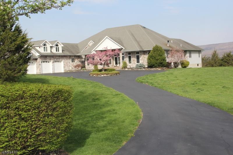 独户住宅 为 销售 在 148 Cedar Lake Road Blairstown, 07825 美国