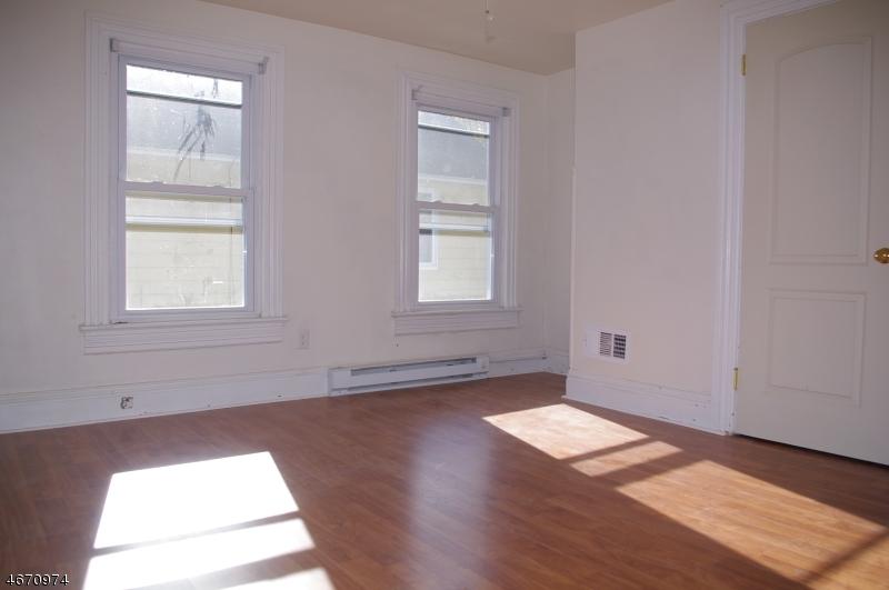 多户住宅 为 销售 在 46 King Cole Road 汉堡, 07419 美国