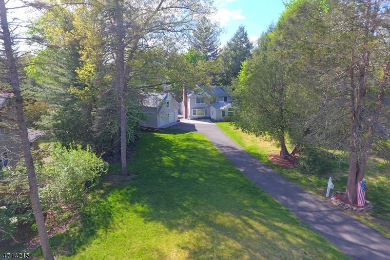 Maison unifamiliale pour l Vente à 61 Lloyd Place Ho Ho Kus, New Jersey 07423 États-Unis