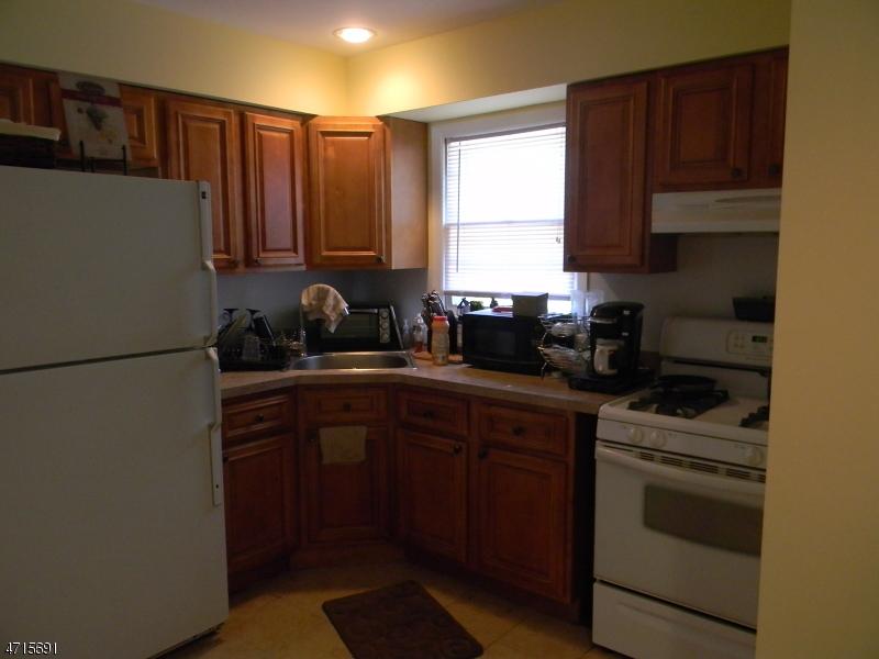 Maison unifamiliale pour l à louer à 13 Jamie Court Bloomfield, New Jersey 07003 États-Unis
