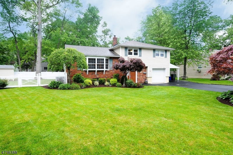 Single Family Home for Sale at 71 Foothill Drive Lincoln Park, New Jersey 07035 United States
